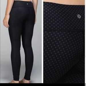 NEVER WORN POLKA DOT LULULEMON LEGGINGS